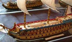 Seeschlacht mit hübschen Schiffsmodellen