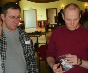 Bodo und Marcel vom KoMiCon überlegen, welches Szenario als nächstes in Angriff genommen werden soll
